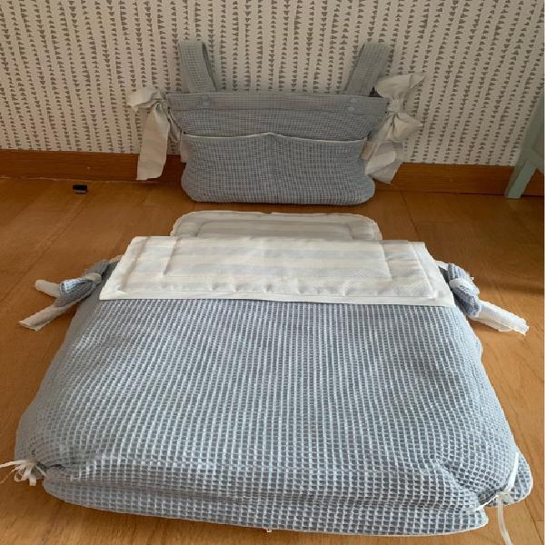 Conjunto colcha/saco y bolso para cochecito bebé.
