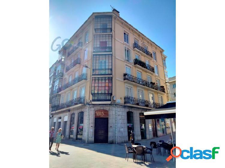 Estupenda vivienda reformada en venta a escasos metros del ayuntamiento de Santander. 2