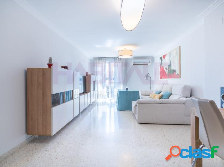 Magnifico piso en calle holanda con amplias estancias, terraza y plaza de garaje.