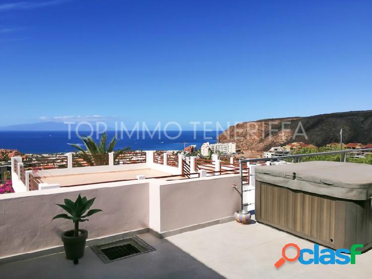Chalet con piscina privada y magnificas vistas al mar en Palm Mar- a la venta