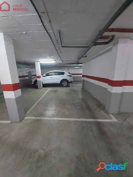 Se vende plaza de aparcamiento en sótano el centro del pla de na tesa