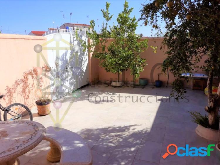Chalet independiente en torrevieja, urbanización el salado: 4 habitaciones, garaje, parcela, piscina...etc.
