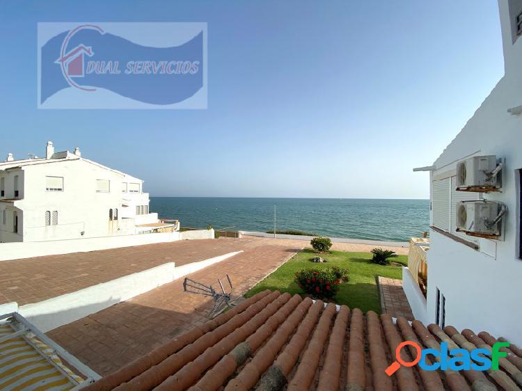 se vende estupendo apartamento en primera Linea de playa en El Portil, Huelva.