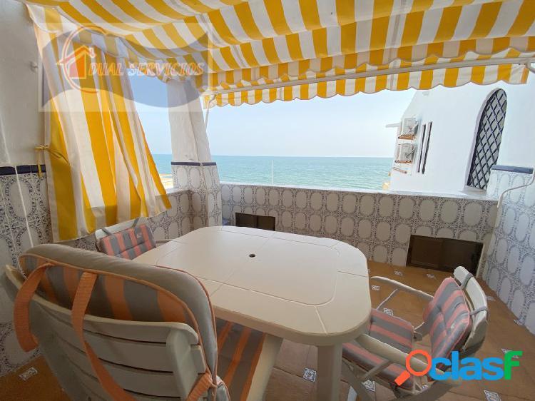 se vende estupendo apartamento en primera Linea de playa en El Portil, Huelva. 1