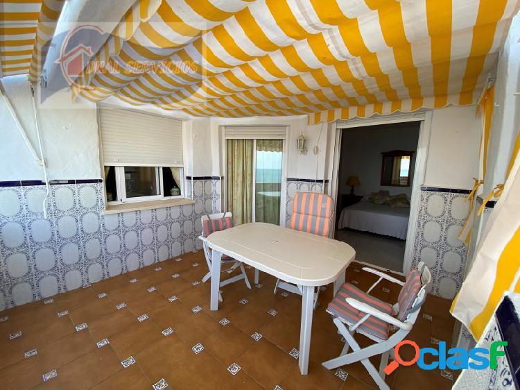 se vende estupendo apartamento en primera Linea de playa en El Portil, Huelva. 2