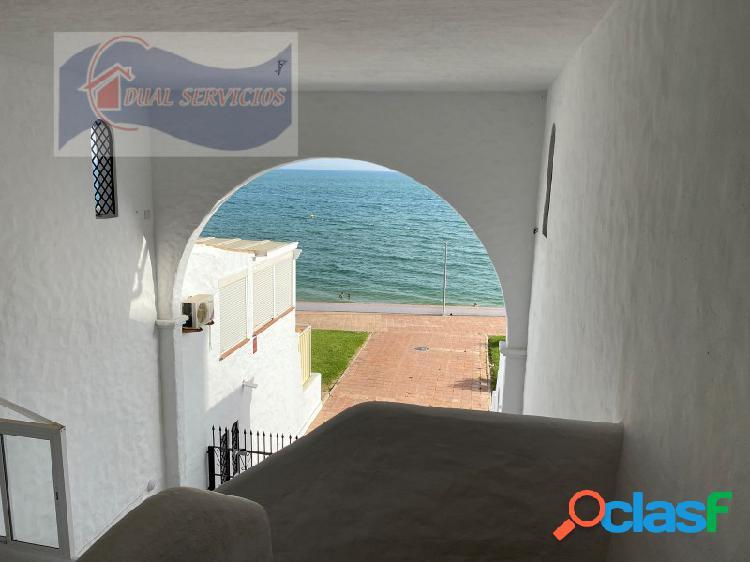 se vende estupendo apartamento en primera Linea de playa en El Portil, Huelva. 3