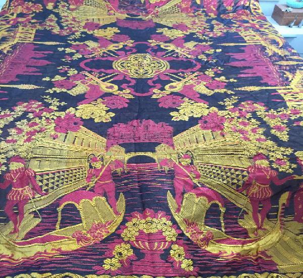 Hermosa y antigua colcha seda brocada con imagenes de