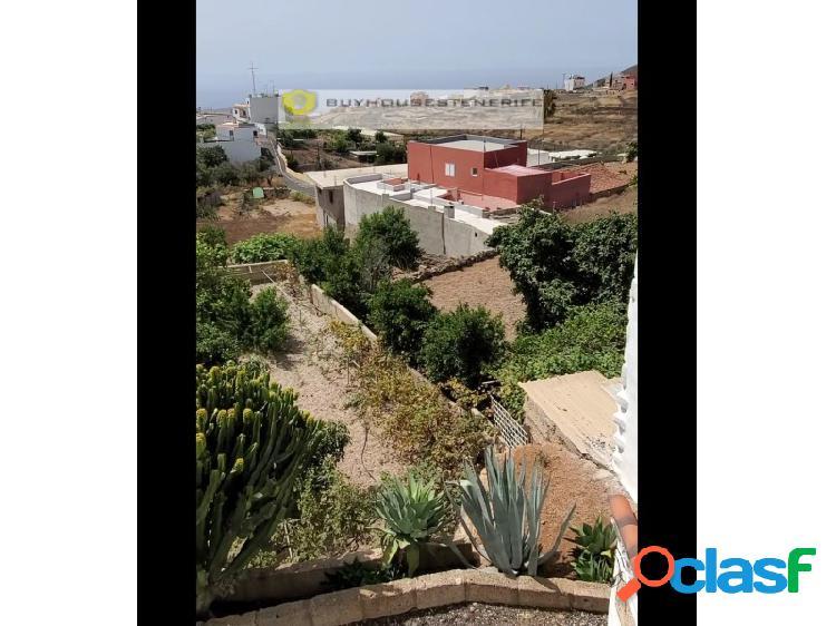 Casa rústica, jardín de 844 m2, garaje y 1 apartamento con licencia vacacional, con vistas al atlántico
