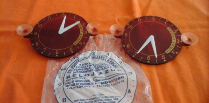 Lote 2 relojes aparcamiento de epoca color rojo