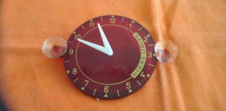 Reloj aparcamiento de epoca color rojo