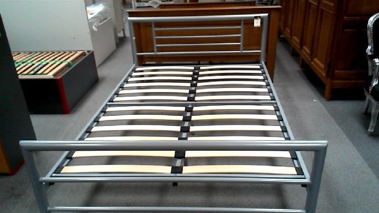 Compre la oportunidad de lit metal gris 140x200 + sommier