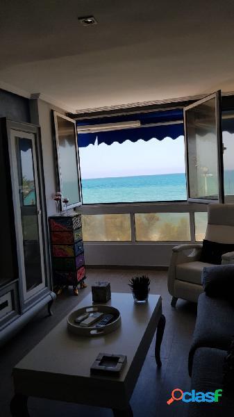 Primera linea de mar apartamento de 3 d reformado con piscina y garaje