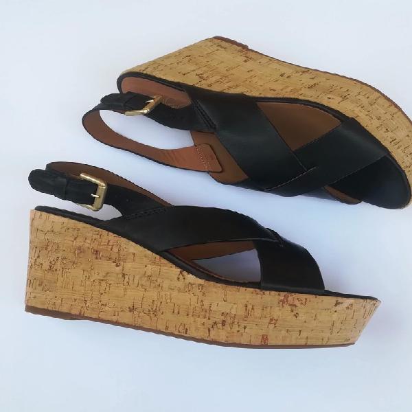 Sandalias negras de cuña