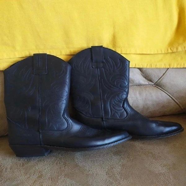 Precio negociable. unisex. botas camperas piel negra
