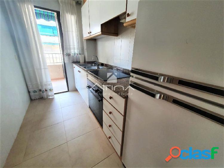 Apartamento con amplia terraza de 15 m2 y con vistas al mar situado en 2ª línea playa Daimús, 3