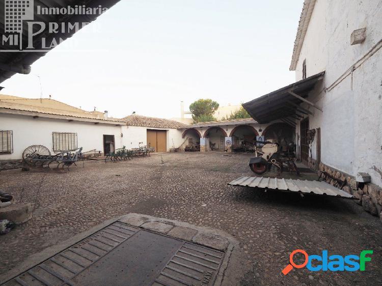 Solar junto a plaza del arcipreste y c/doña crisanta de 824 m2 de superficie con 22,30 de fachada