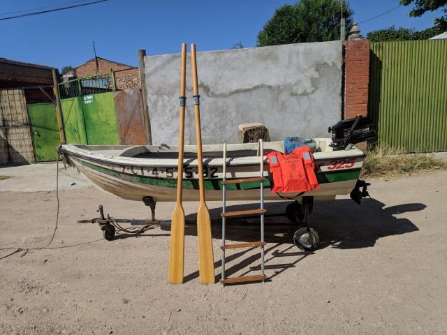 Barca y motor fuera borda