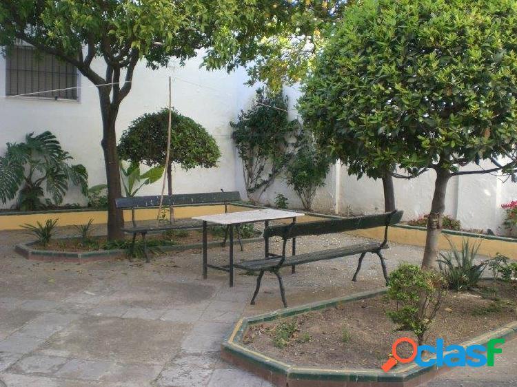 Preciosa casa con jardin y patio en centro jerez casco historico a dos minutos de alameda cristina
