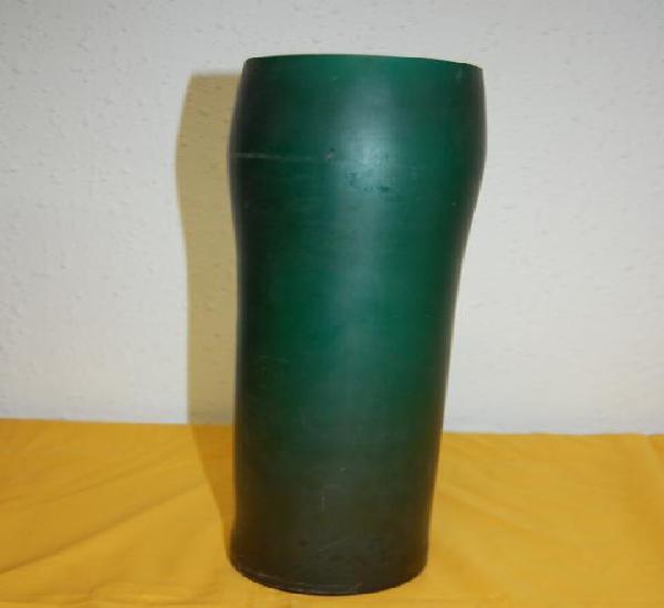Antiguo jarrón en cristal verde