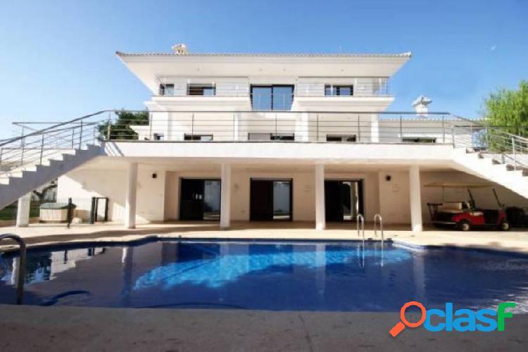 IMPRESIONANTE villa junto al campo de golf de VillaMartín tiene cine y sala de danza