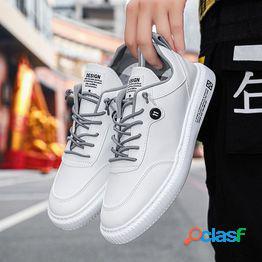 Zapatos de hombre zapatos de cuero casual zapatos blancos planos de hombre salvaje tendencia 2021 primavera y otoño nuevo