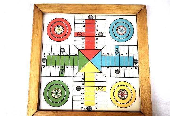 Antiguo parchís - juego de la oca