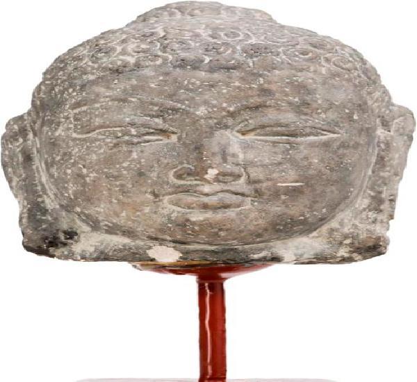 Cabeza de buda hindú en piedra