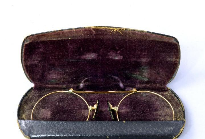 Montura de gafas pinzas bañada en oro estilo quevedo s xix