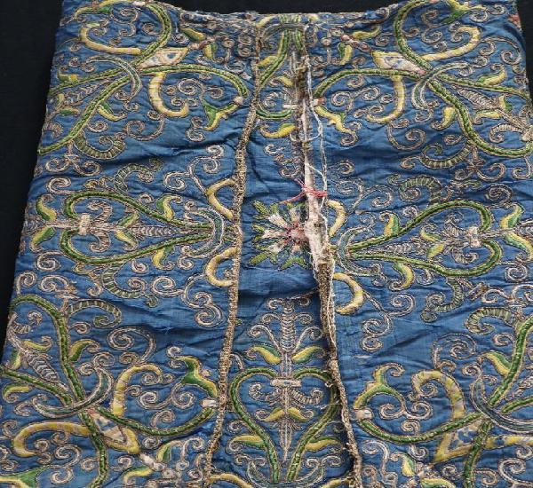 Textil español del siglo xvii elaborado en seda bordada en