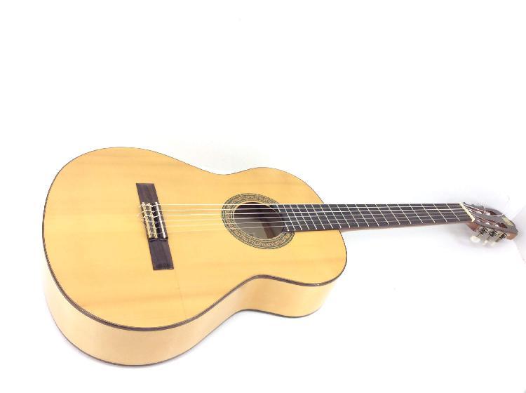 Guitarra clasica alhambra 3f defecto clavijero ver fotos