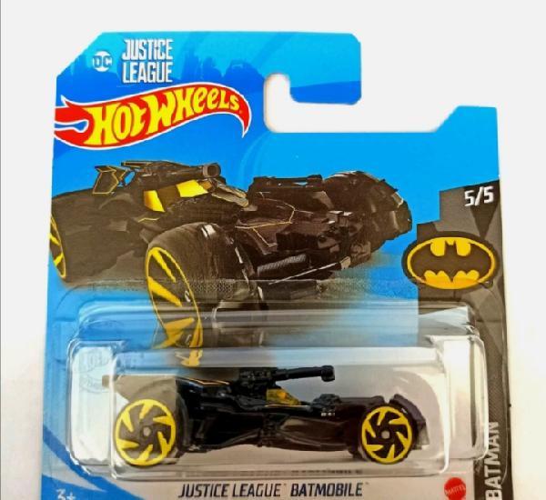 Hot wheels justice league batmobile th. hot wheels 1/64.