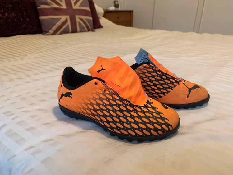 Zapatos fútbol (tacos hierba sintética)